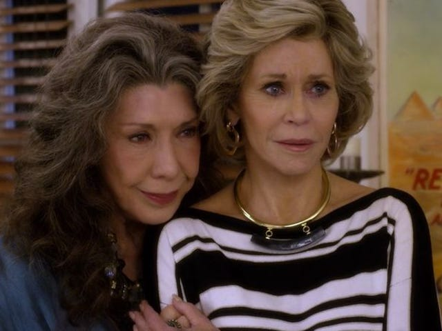 """<a href=https://tv.avclub.com/grace-and-frankie-gets-real-about-life-and-death-1798187811&xid=17259,1500004,15700022,15700043,15700186,15700190,15700256,15700259,15700262 data-id="""""""" onclick=""""window.ga('send', 'event', 'Permalink page click', 'Permalink page click - post header', 'standard');""""><i>Grace And Frankie</i> blir virkelige om liv og død</a>"""