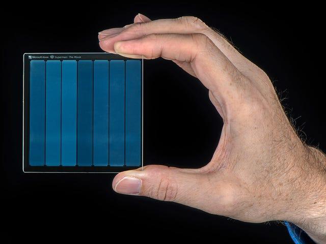 De zaak voor het opslaan van de belangrijkste gegevens van de mensheid over glazen onderzetters