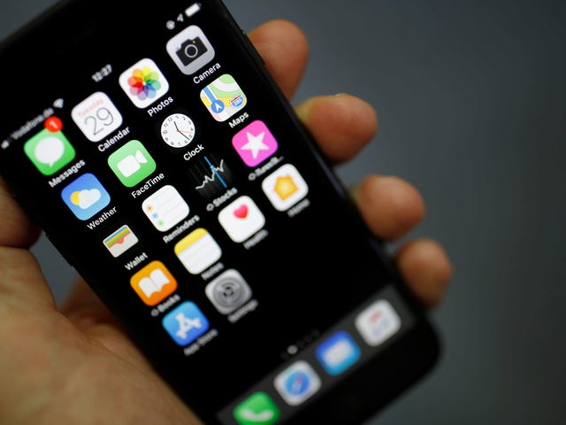 Apple Might Let You Change Your Default Apps, Other Giants Could Finally Get a Fair Shake