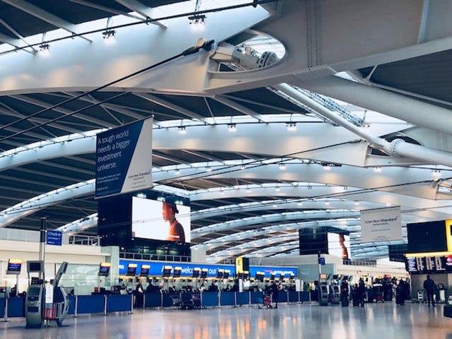 Porquéestáinhibidollevar botellas de agua llenas por los controles de seguridad del aeropuerto