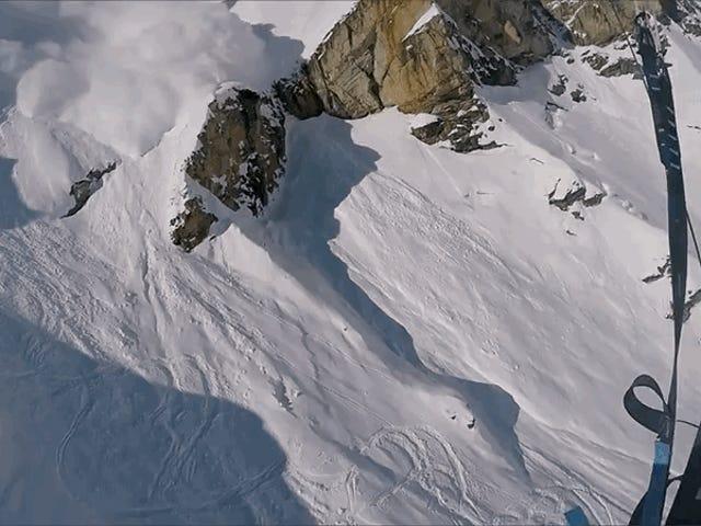 Escapar de un alud es prácticamente imposible, en menos que tengas un paracaídas como esquiador