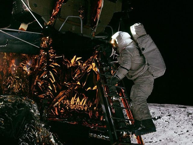 Moon-Walking Astronaut And Painter Alan Bean Dies At 86