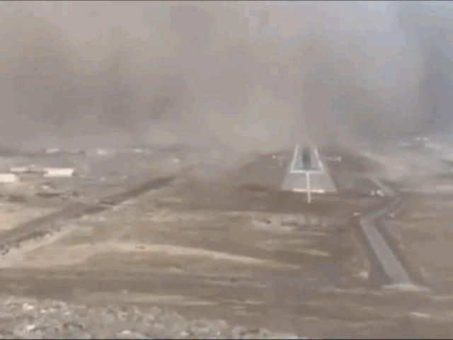 Esto es lo que ve un piloto que trata de aterrizar un avión en medio de una tormenta de arena
