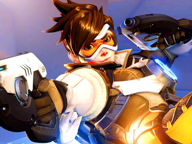 <i>Overwatch </i>Fans Have Turned Tracer Into A Completely Different Character