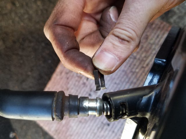 Parking brake rebuild: 20 minutes. Getting this fucking clip in there: impossible... (edit: broke the clip.)