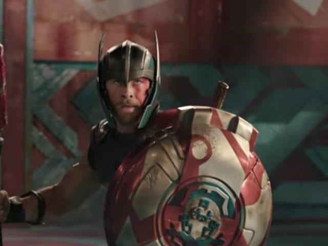 Thor: Ragnarok, diğer Disney ve Marvel fragmanlarını gladyatör maçındaki görünümleriyle yeniyor