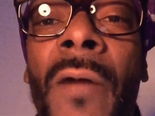 "Snoop Is Not Happy About Xbox's Servers: ""Fix Your Shit"""