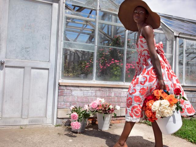 """""""Vi behöver ansvarsfull konsumentism"""": Designer Tracy Reese talar om hållbart mode"""