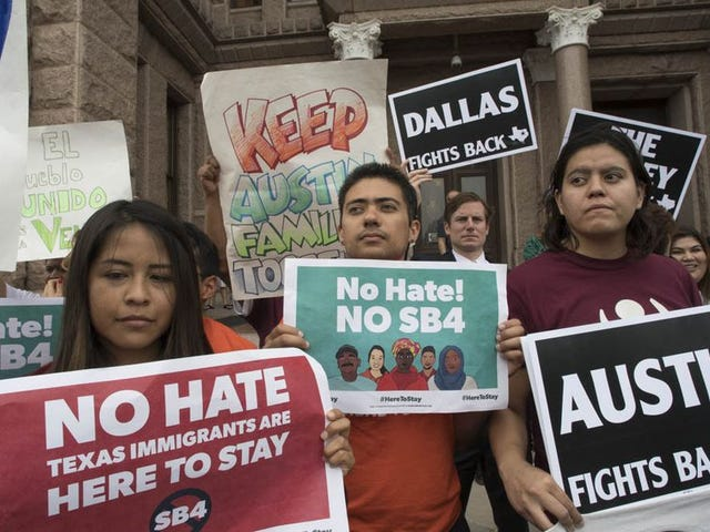 Federal judge blocks Texas' racist SB4