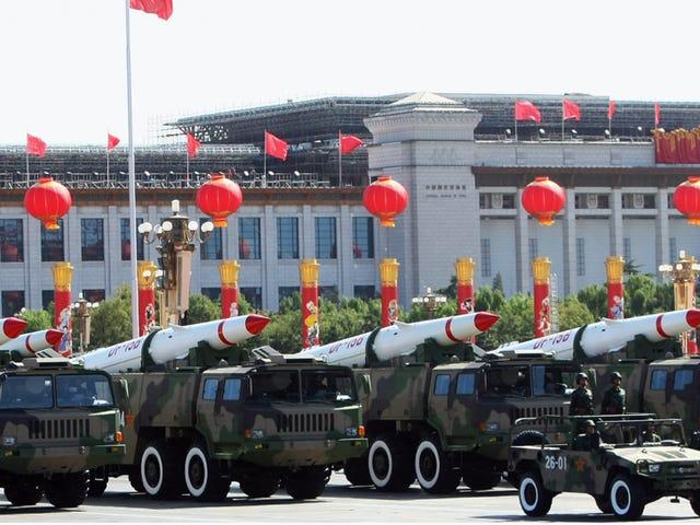 就任パレードほぼタンクとミサイル発射台を持っていた