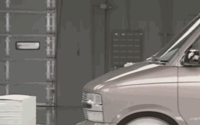Regardons les voitures du crash des années 90