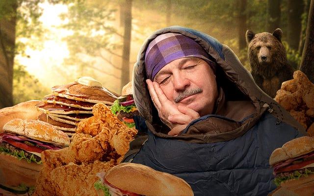 मुझे, एक मानव महिला को, भालू की तरह हाइबरनेट करने के लिए कितना खाना पड़ेगा?