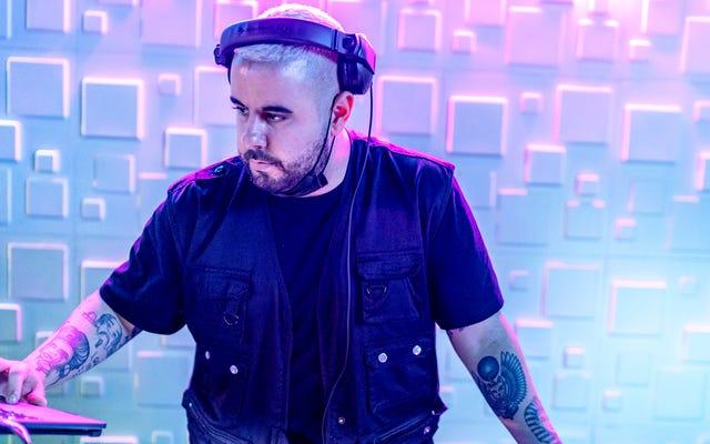 Arena DJ, Fanların Komuta Üzerine 'Addams Ailesi' Tema Şarkısına Eşlik Etmesini Sağladıktan Sonra Tanrısal Güçten Şaşkına Döndü