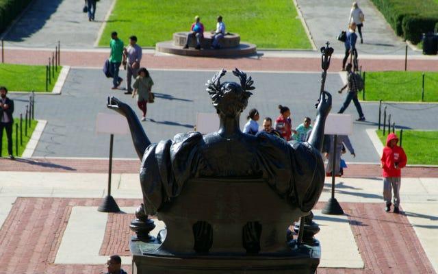 「マットレスガール」事件で告発された強姦犯がコロンビア大学を訴える