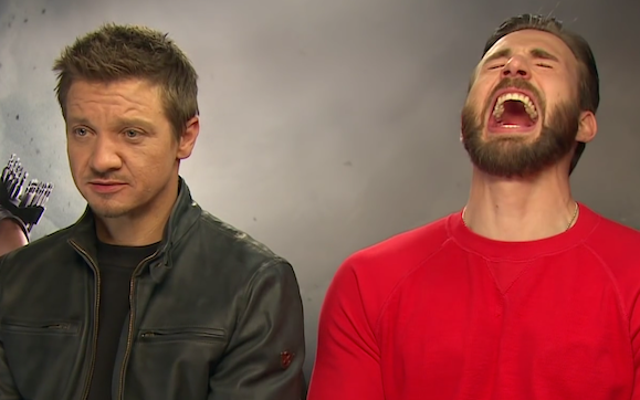 """Jeremy Renner i Chris Evans przepraszają, że nazwali Czarną Wdowę """"Zdzirą"""""""