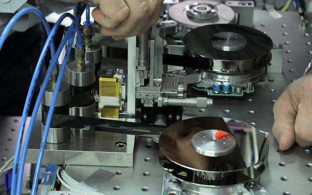 IBMは、カセットテープで記録的な220TBを圧縮できるようになりました