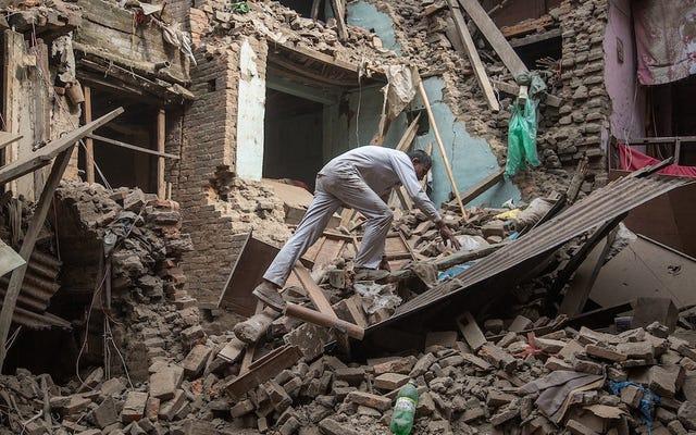Le designer Prabal Gurung lève des milliers de personnes pour aider le Népal