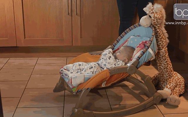 このぬいぐるみキリンはあなたのために眠るためにあなたの子供を揺さぶるでしょう