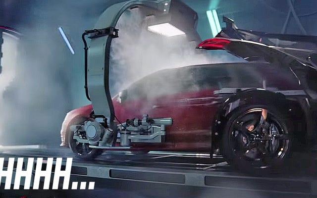दुःस्वप्न ईंधन ऑडी विज्ञापन एक RS3 को एक R8 से हिंसक रूप से जन्म लेते हुए दिखाता है