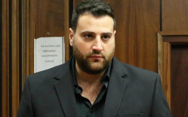 L'uomo che ha plagiato l'elogio della moglie accusato di aver assunto sicari per ucciderla