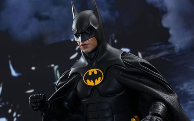 У этой игрушки Бэтмена шарнирные глазные яблоки, потому что он не может повернуть голову