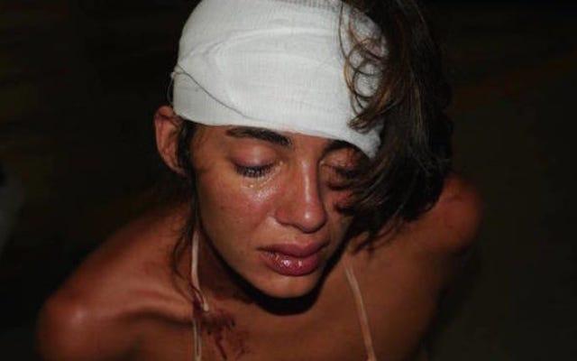 ビデオ:手錠をかけられた女性を長打して蹴った警官は無料で直面する