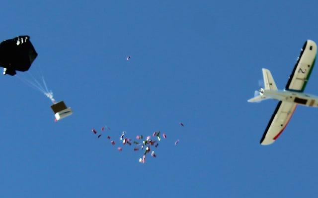 ドローンはシリアの戦闘地帯に救援物資を空中投下することができます