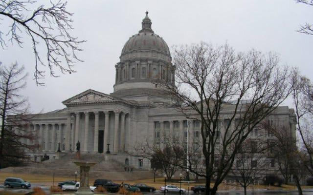 悪魔の寺院は中絶禁止法をめぐってミズーリ州を訴えている