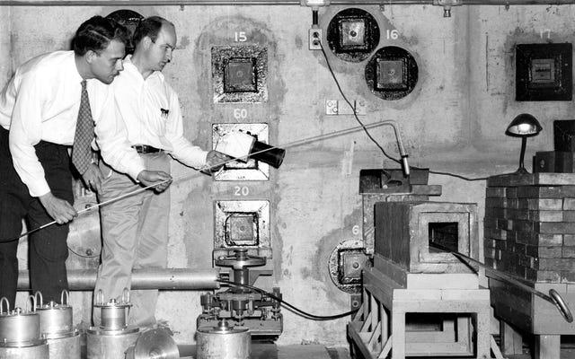 世界初の医療用放射性同位元素がシャツとネクタイで取り扱われました