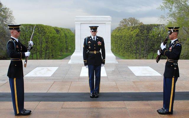 この記念日、陸軍のエリート「オールドガード」の内部を見る