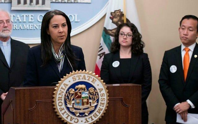 カリフォルニア州議会が妊娠センターを必要とする法案を可決