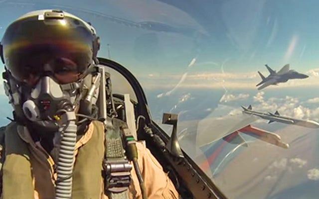 Sahte Savaşta Amerikan F-15'i Öldürmeye Çalışan Bu Hollandalı F-16 Pilotunu İzleyin