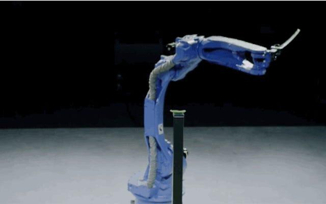 彼らはロボットに日本のフェンシングマスターのように刀を使うように教えます