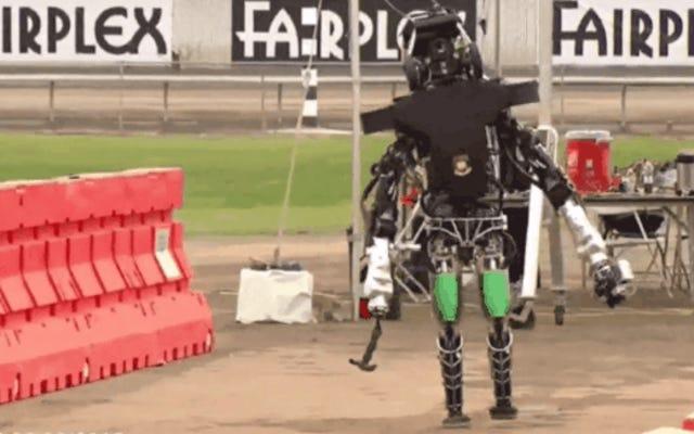 世界で最も先進的なロボットがこの素晴らしいビデオにぎこちなく落ちます