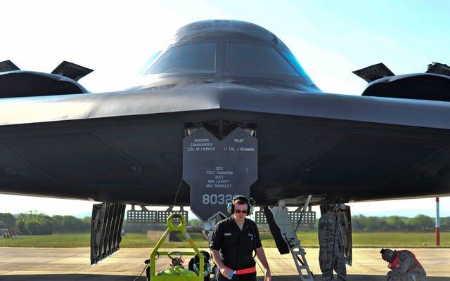 Los bombarderos furtivos B-2 aparecen en Europa a medida que aumentan las tensiones con Rusia