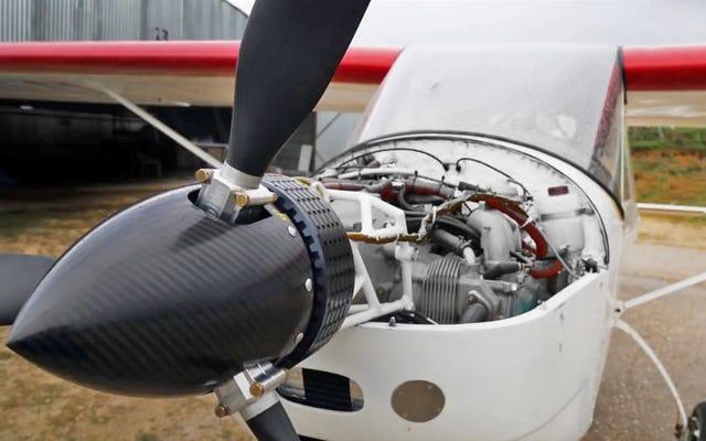 他のすべてが失敗したときに飛行機がキックインするための小さな電気バックアップエンジン