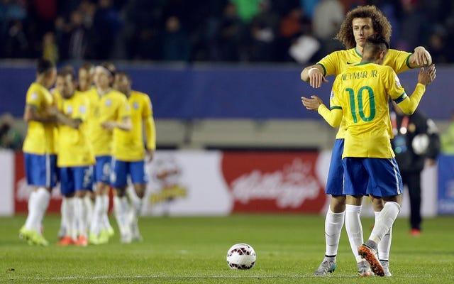 Neymar, el Mesías del fútbol de Brasil, de alguna manera está superando su propio bombo