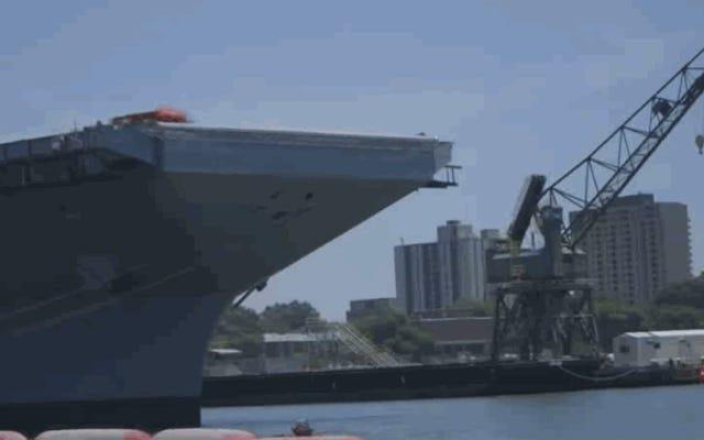 Donanmanın Railgun Mancınık Bir Uçak Gemisinden 4 Tonluk Kızak İzle