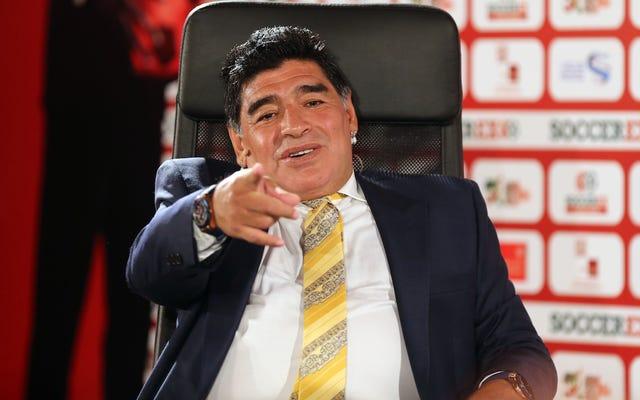 Le sauveur de la FIFA a jeté son chapeau dans le ring, et son nom est Maradona