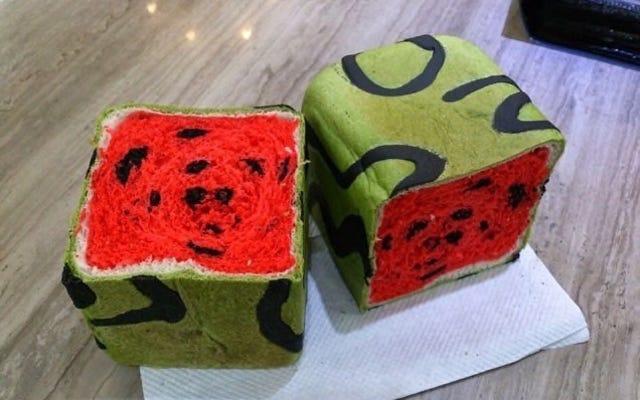 形のパン...四角いスイカ