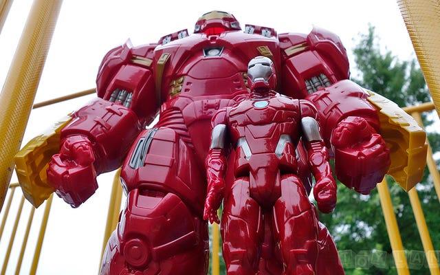 El enorme Titan Hero Hulkbuster de 18 pulgadas es del tamaño de un niño pequeño