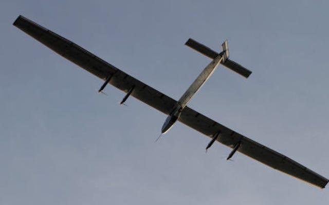 ソーラーインパルスは今日ノンストップのソロ飛行記録を破りました
