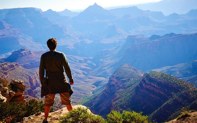 旅行バケットリストの一番上にあるものは何ですか?