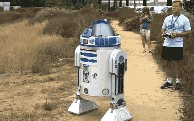 Dengan Drone Di Dalam, R2-D2 Akhirnya Bisa Terbang Seperti Burung