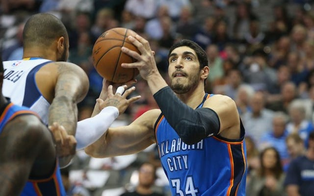 Les blazers offrent Enes Kanter The Max, Stick It To The Thunder