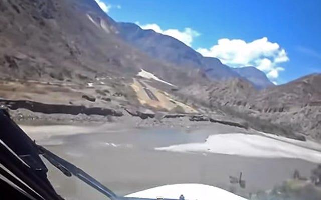Esta pasarela peruana no es apta para los débiles de corazón
