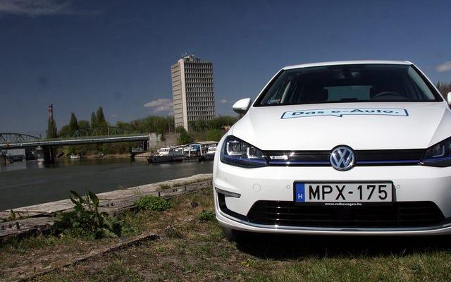 フォルクスワーゲンe-ゴルフは電気自動車が得ることができるのとほぼ同じくらい普通です