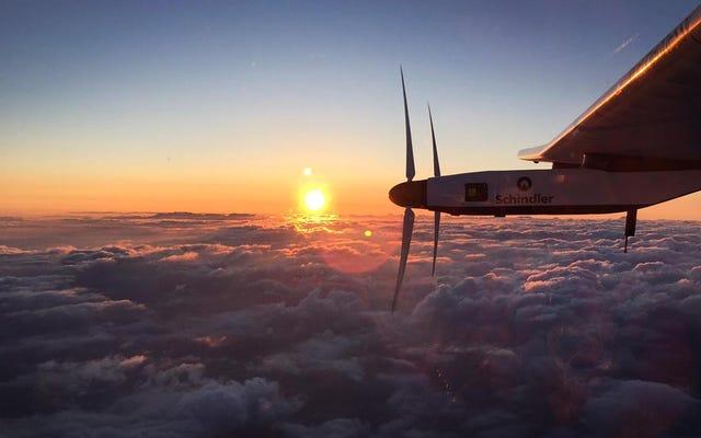 バッテリーの問題により、ソーラーインパルス2は2016年まで飛行できなくなります