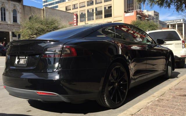 Gubernator Teksasu jest idiotą, jeśli chodzi o Tesla
