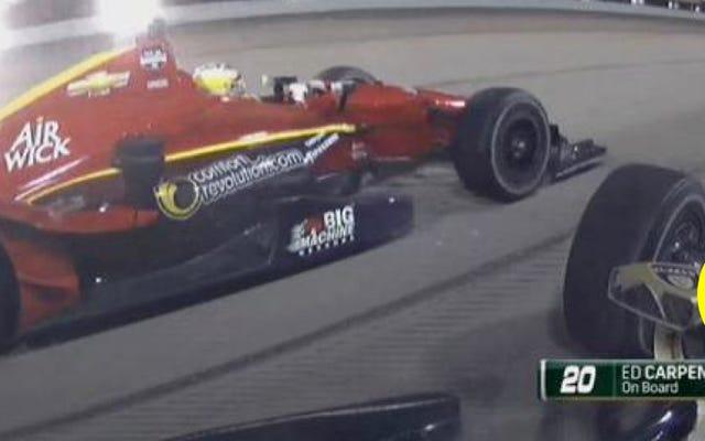 インディカーのドライバーがプリウスのように2車線をぶらぶらしている
